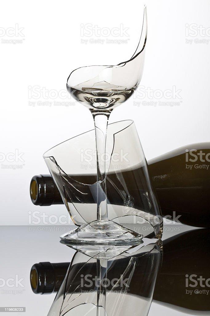 Broken copo de vinho. foto de stock royalty-free