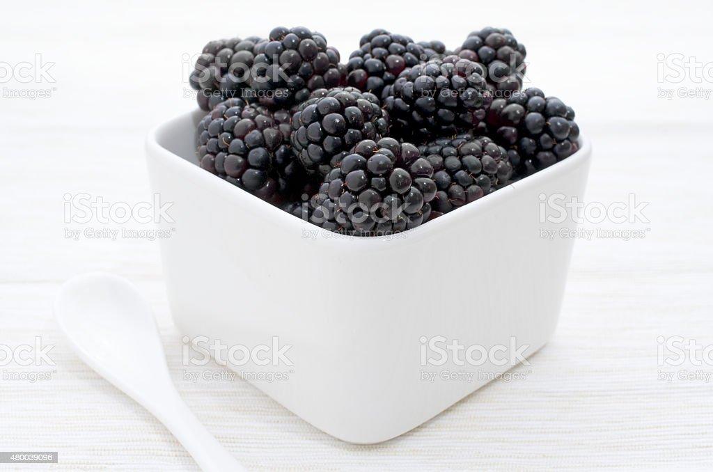 Brombeeren in einer Schüssel - Blackberries in a bowl stock photo