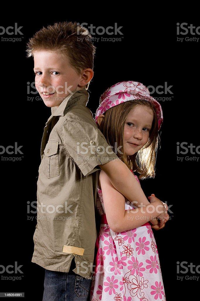 Frère et Soeur pose photo libre de droits