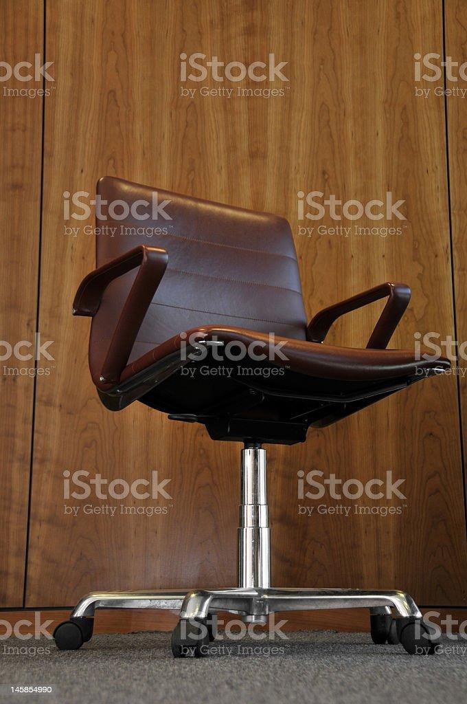 Braune Leder-Schreibtischstuhl Lizenzfreies stock-foto
