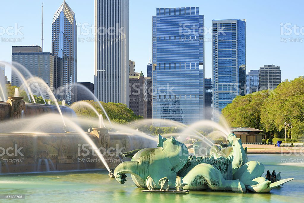 Buckingham Fountain and cityscape of Chicago stock photo