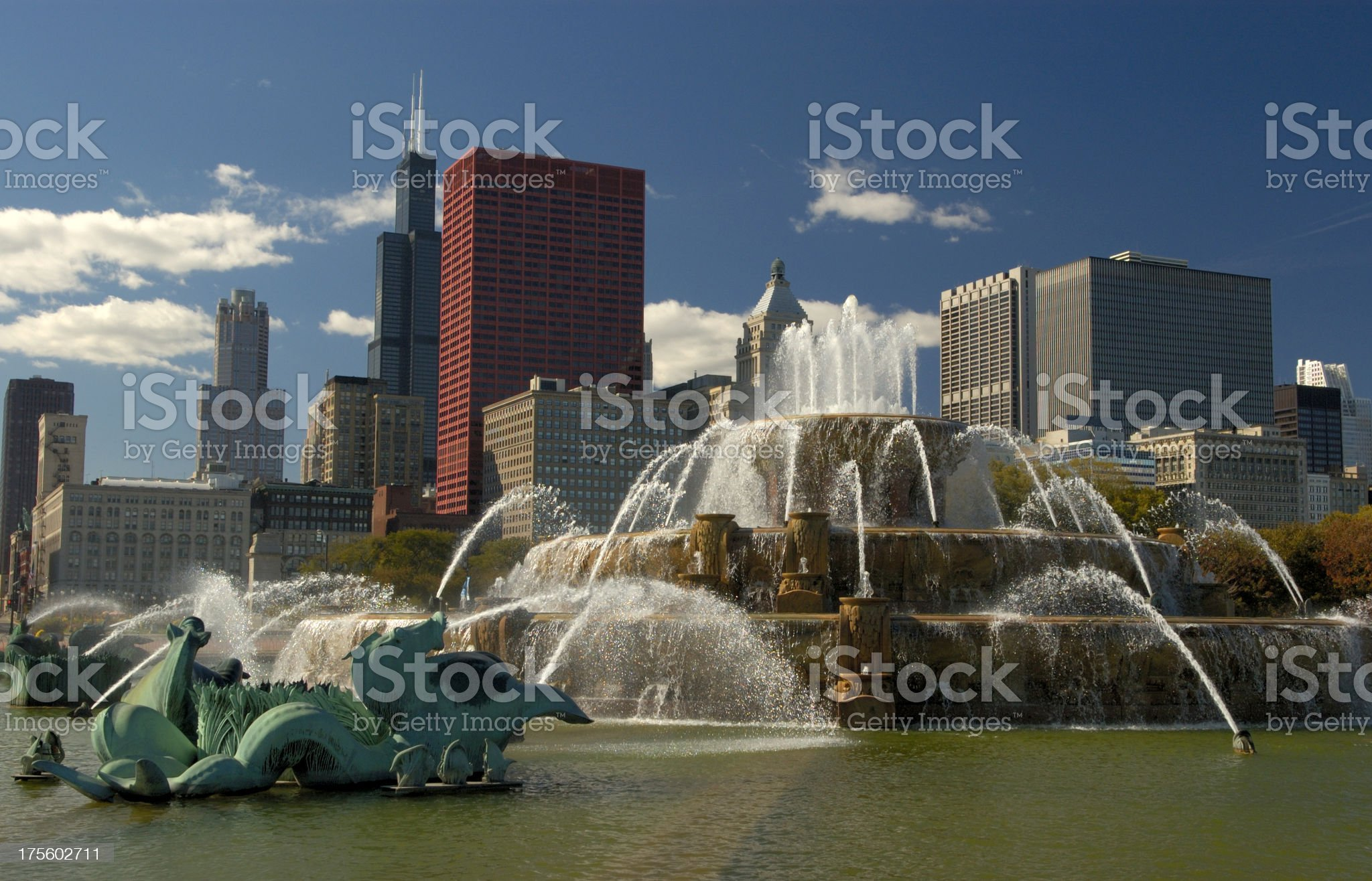 Buckingham Fountain and downtown Chicago skyline. royalty-free stock photo