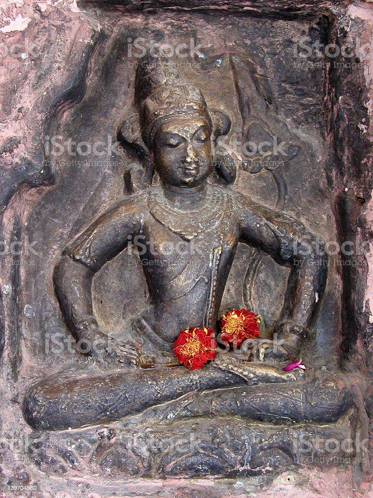 Bouddha avec des fleurs photo libre de droits