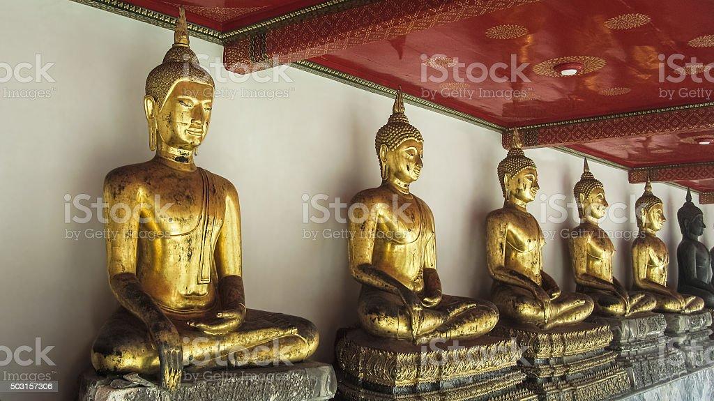 Templo de Budas consistiu muito em Banguecoque foto de stock royalty-free