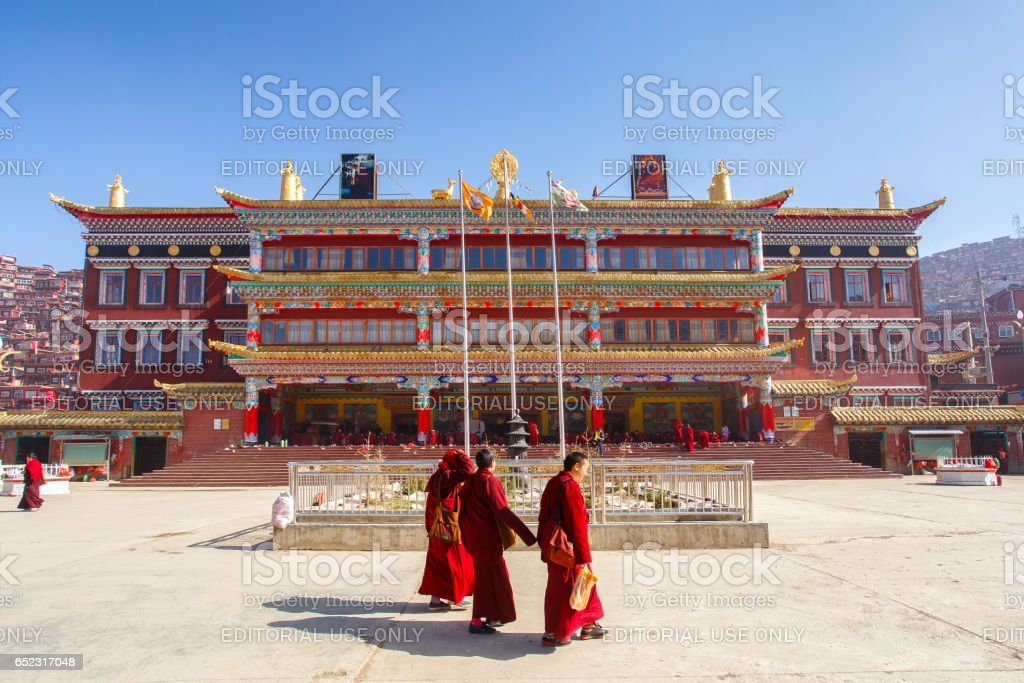 4 MAY 2016 : Buddhist nun walking on the floor in sunshine day at Sanctuary in Larung gar (Buddhist Academy) in Sichuan, China stock photo