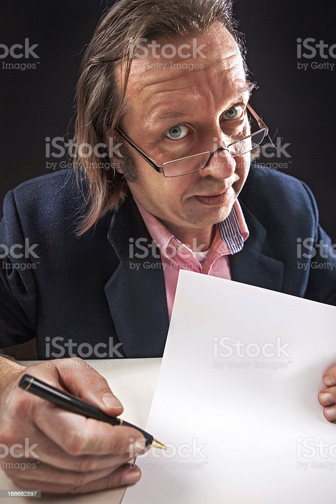 Buisnesman hold a blanc paper royalty-free stock photo