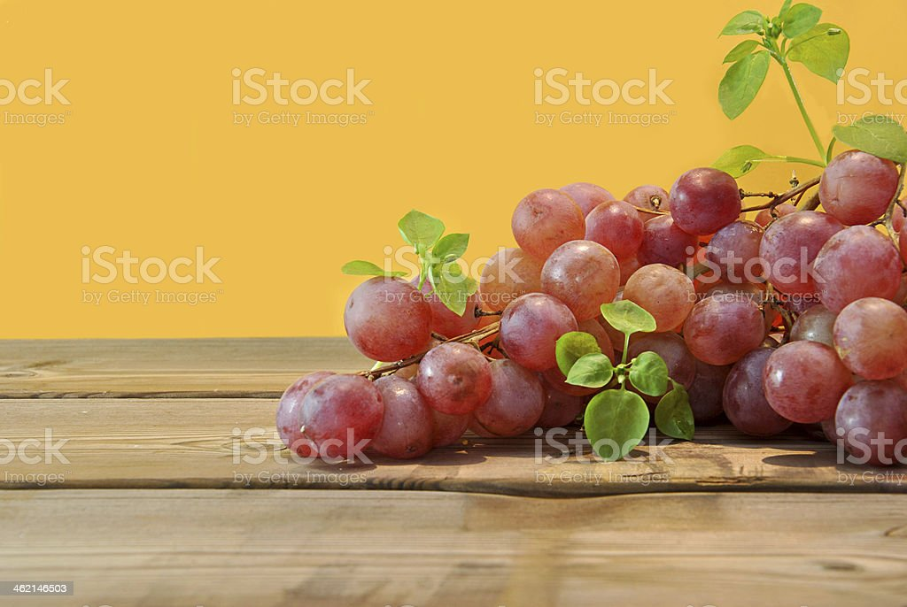 bunch of red grapes o royalty-free stock photo
