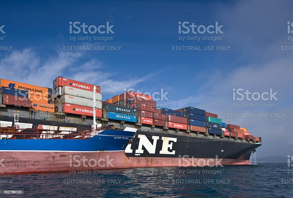 Bunkering tanker Ostrov Russkiy container ship NYK Aphrodita. stock photo
