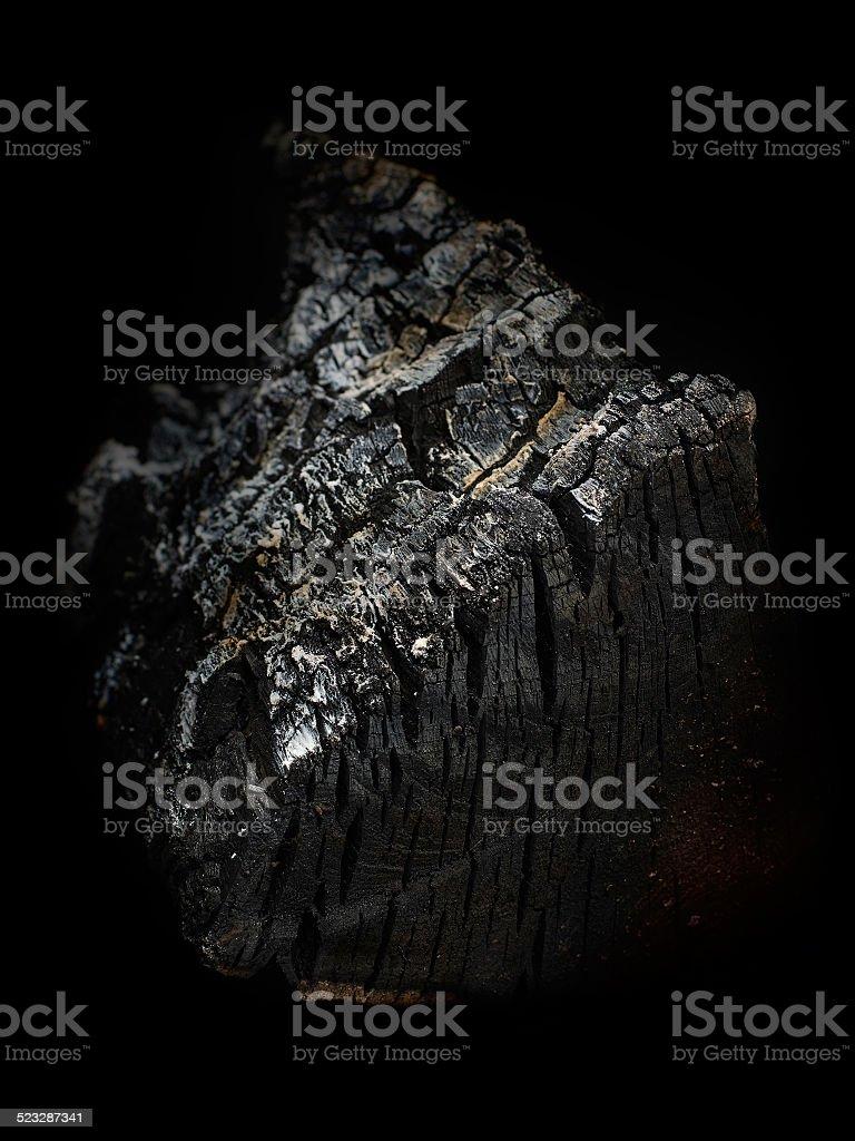 Quemado madera sobre fondo negro foto de stock libre de derechos