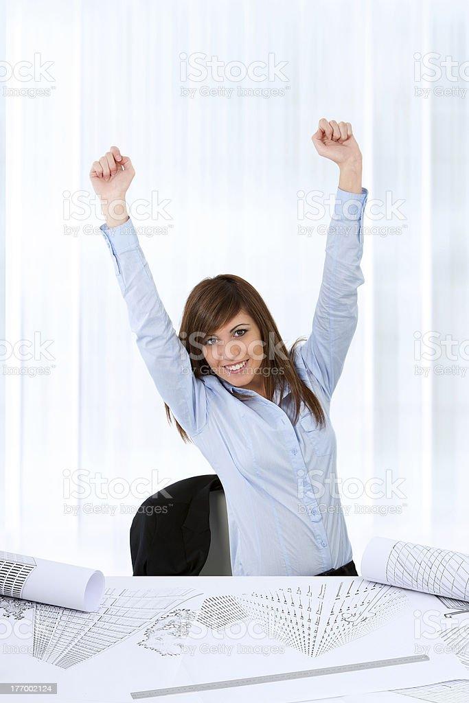 Femme d'affaires soulevant la main. photo libre de droits