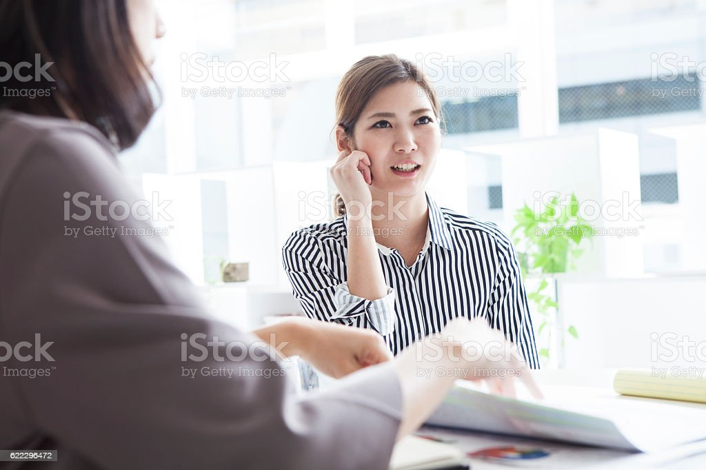 Business women who express their opinions during the meeting stock photo