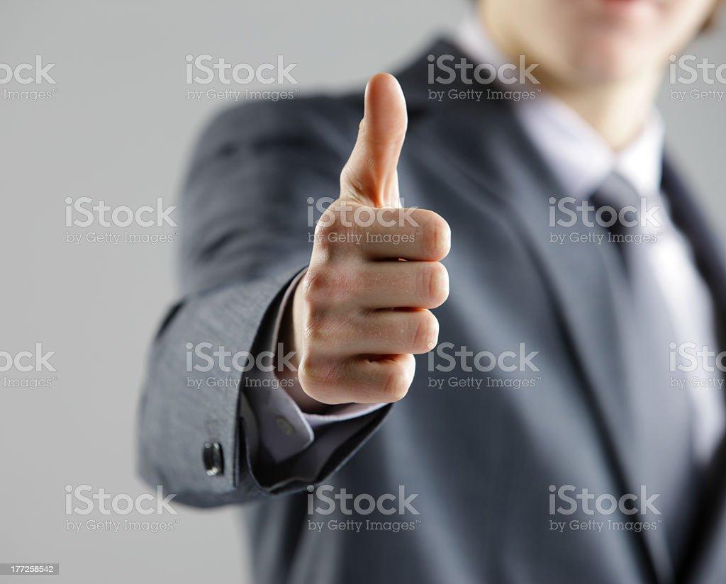 Homme d'affaires montre pouce levé. photo libre de droits