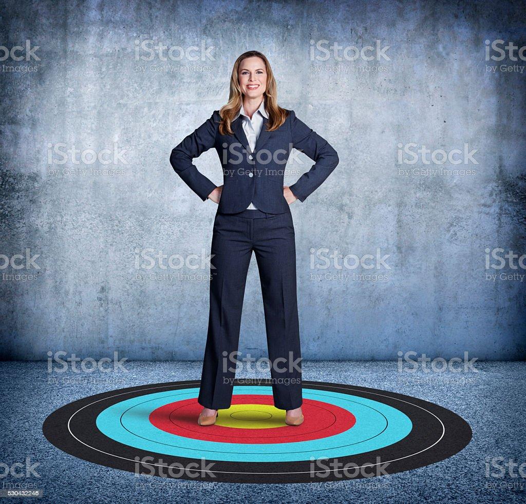 Geschäftsfrau wird oben auf Ihr Ziel – Foto