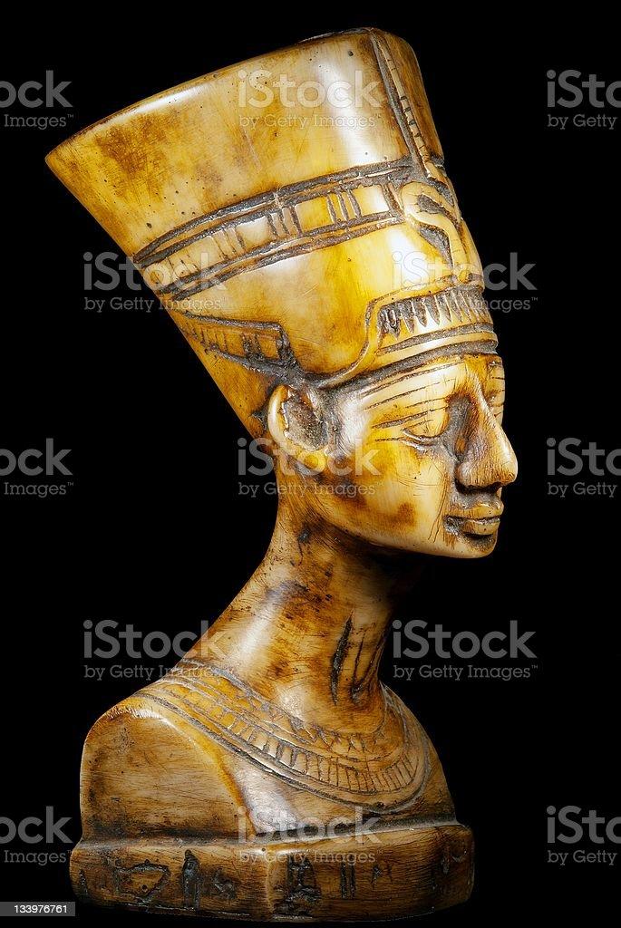 Buste de la Reine Néfertiti sur fond noir photo libre de droits