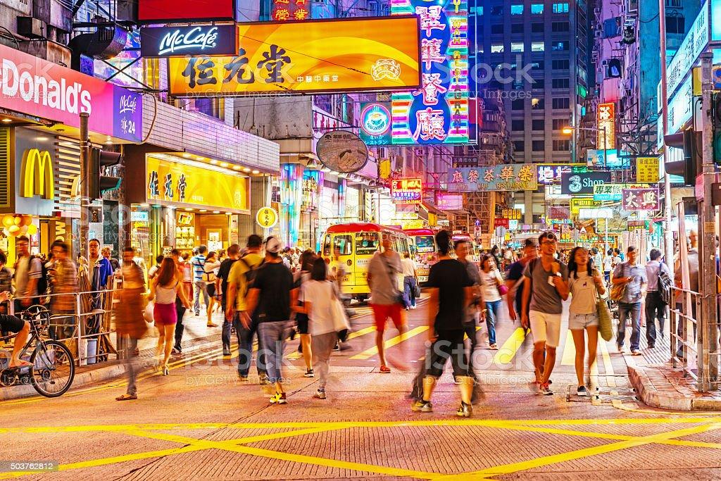 Resultado de imagem para Rua de Kowloon em Hong Kong