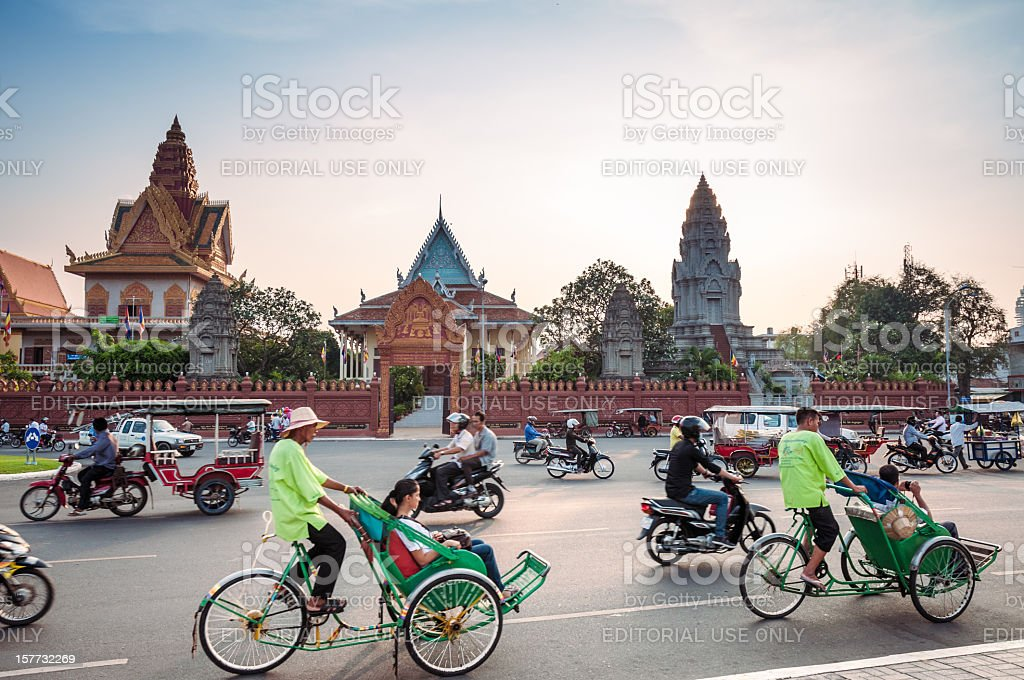 Busy Traffic Outside Wat Ounalom At Sunset In Phnom Penh stock photo