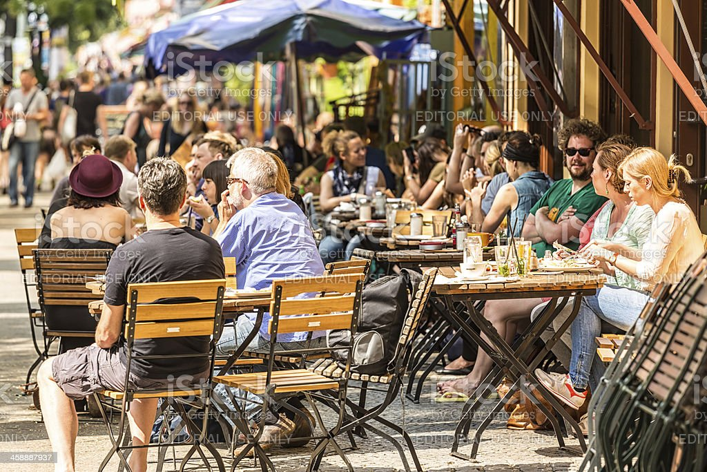 Cafe with many people in the Bergmannstreet, Berlin stock photo