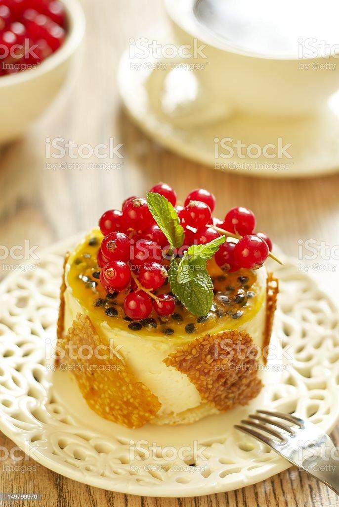 Cake with currants, passion fruit and sesame kozinaki royalty-free stock photo