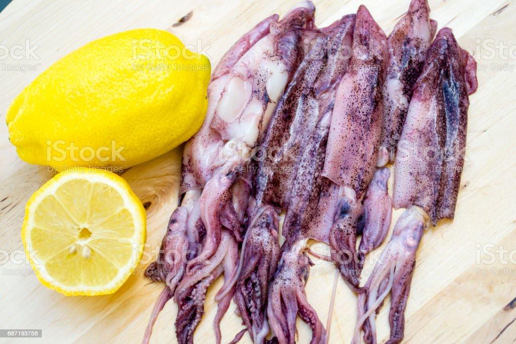 calamares con limon stock photo