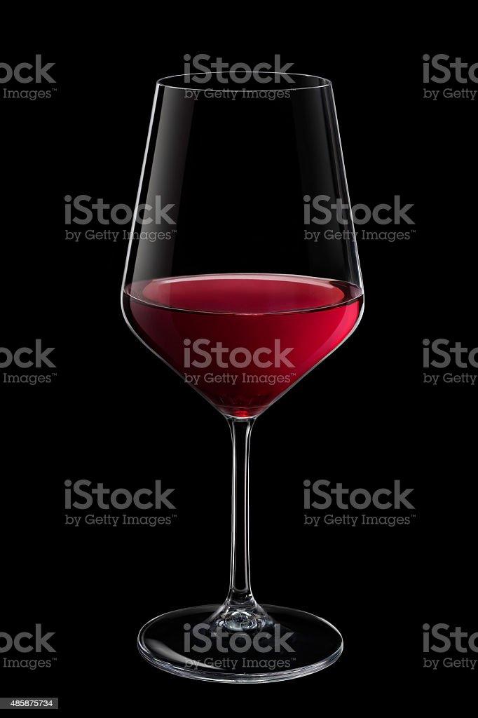 Calice di vino rosso su sfondo nero stock photo