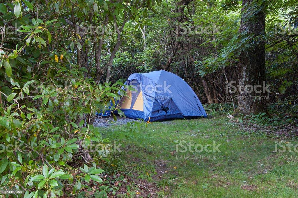 Campeggio tende nella foto stock royalty-free
