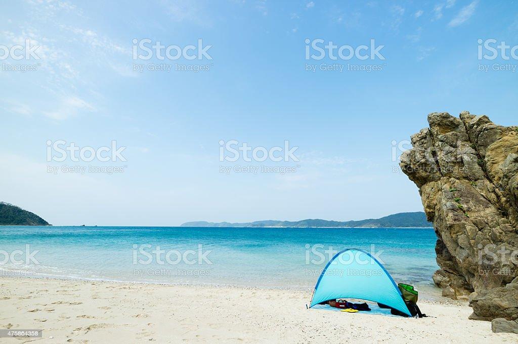Camping auf weißem sand tropischen Paradies Strand der Lagune Lizenzfreies stock-foto