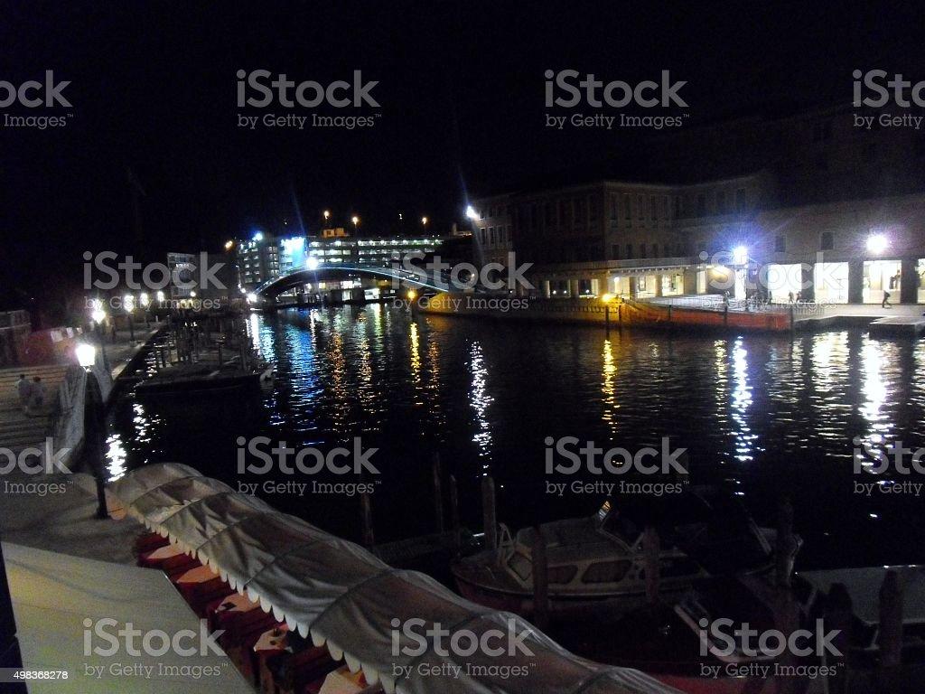 Canal Grande e Ponte della Costituzione di notte stock photo