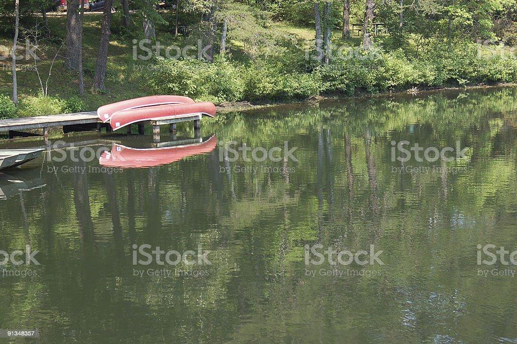 Canoë et le lac photo libre de droits