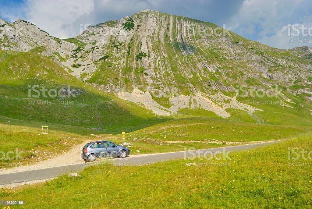 Samochód w pobliżu Prutash mountain, Czarnogóra. zbiór zdjęć royalty-free