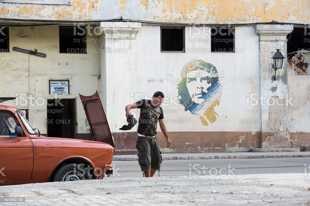 Car problem and Che Guevara in Havana stock photo