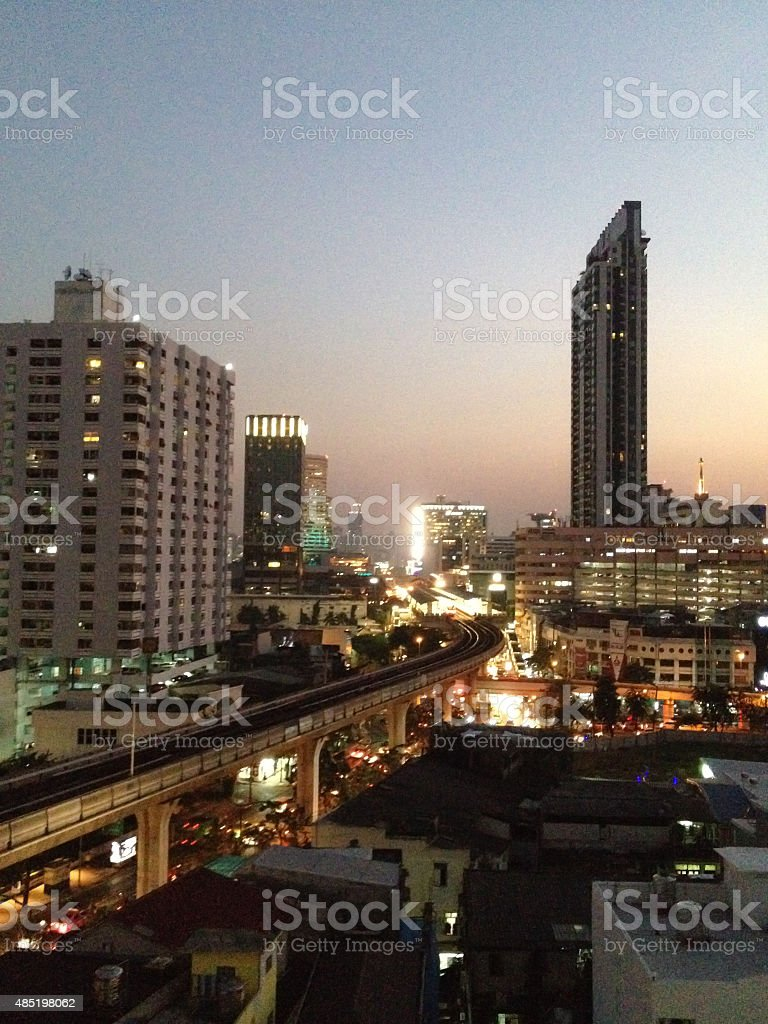 Автомобиль трафик джем skytrain в городе, городской сцене Стоковые фото Стоковая фотография
