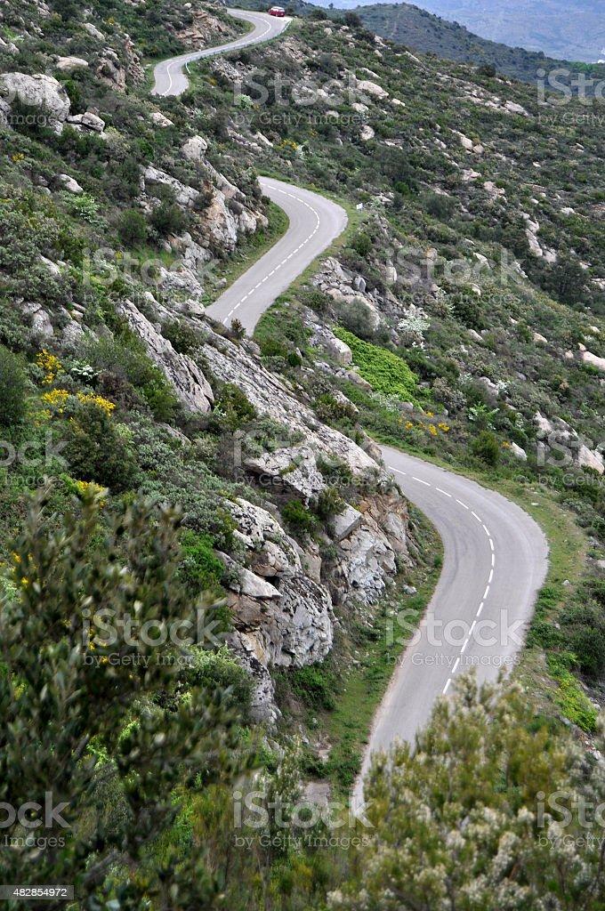 Carretera de curvas en litoral mediterr?neo stock photo