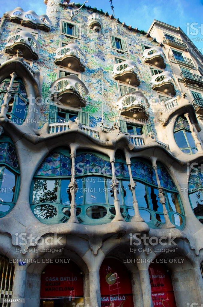 BARCELONA, SPAIN - OCTOBER 22, 2013: Casa Batllo. Casa Batllo the house constructed in 1877 for the textile magnate Zhozep Balyo-i-Kasanovas by the architect Antoni Gaudi in 1904 — 1906. stock photo