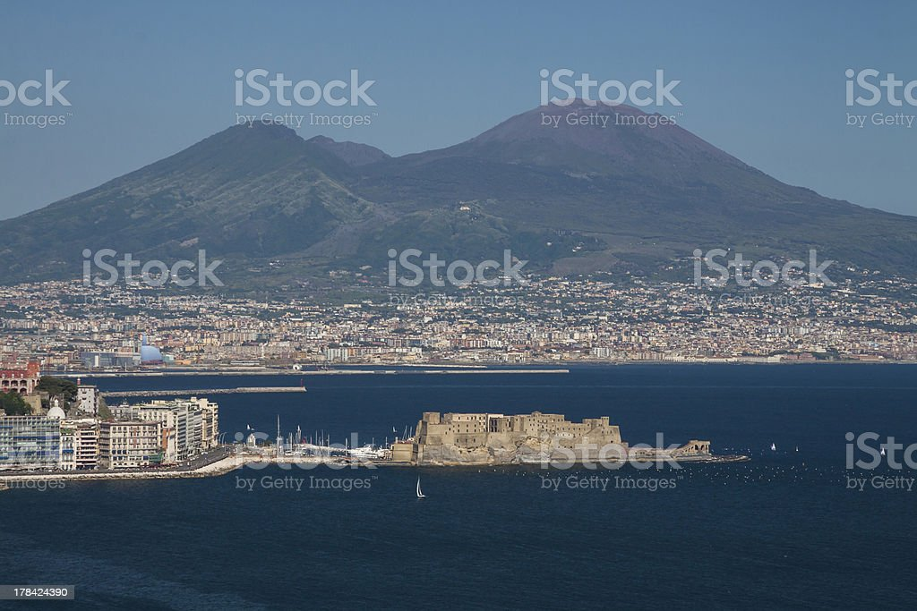 Castel dell'Ovo e Vesuvio stock photo
