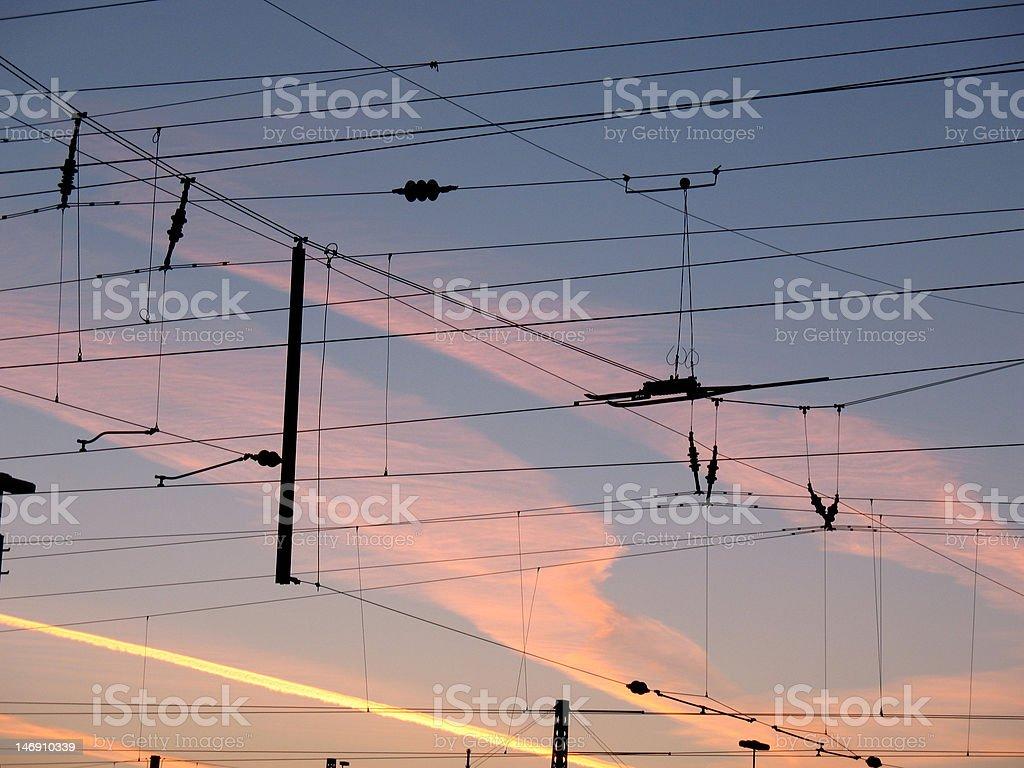 Catenaries frente de la mañana sky foto de stock libre de derechos