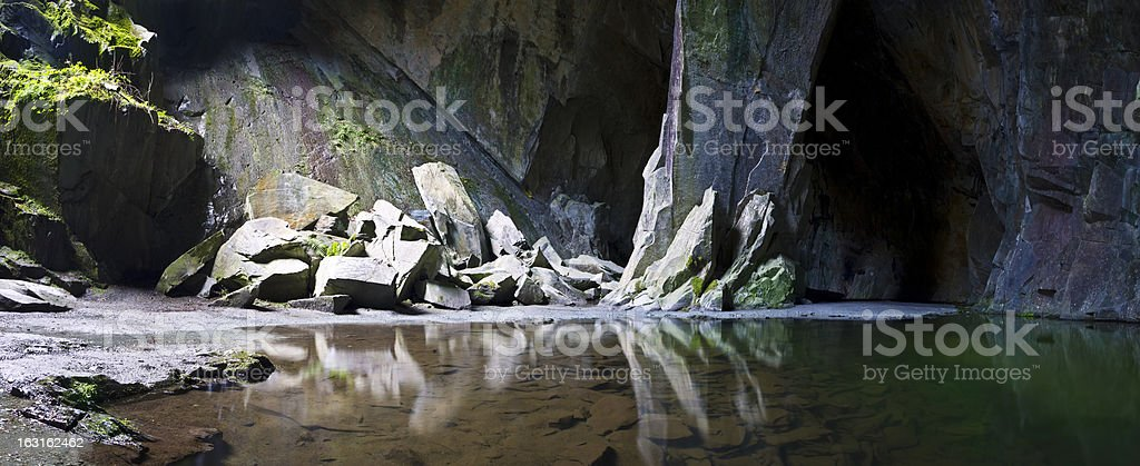 Cathedral Quarry pillar and pond stock photo