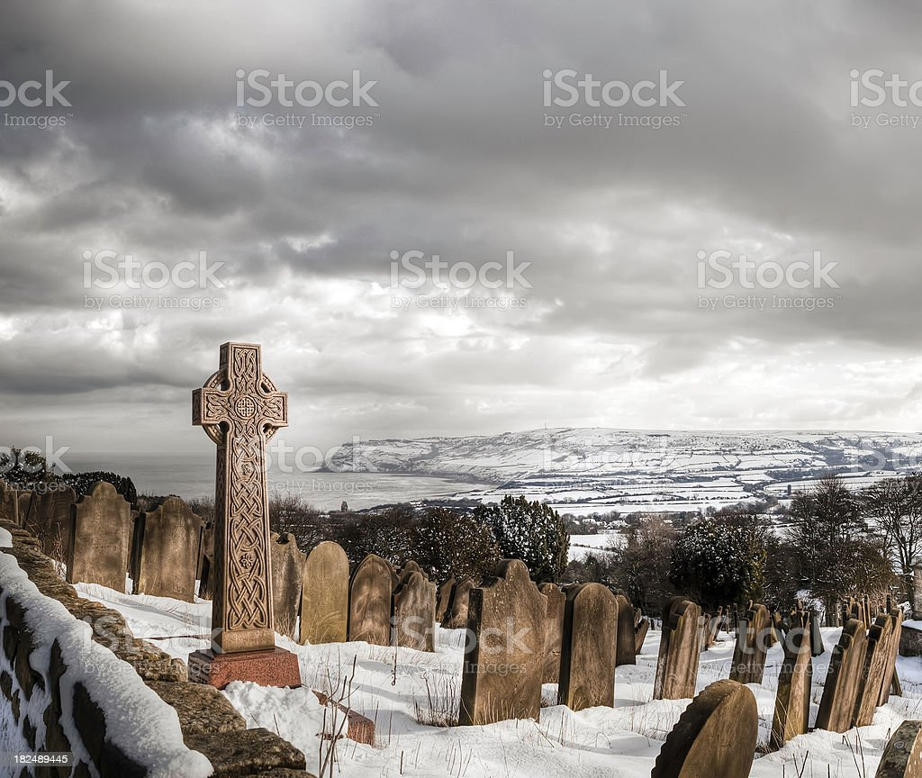 Celtic cross in coastal churchyard, Robin Hoods Bay, Yorkshire stock photo