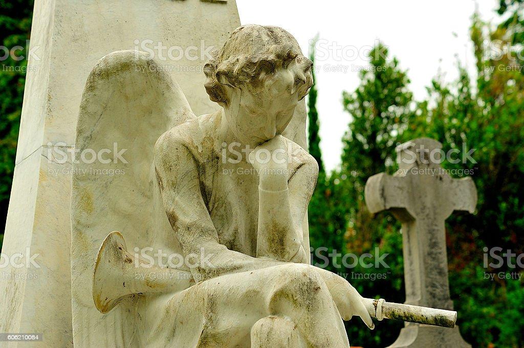 cementerio estatua ángel con trompeta royalty-free stock photo