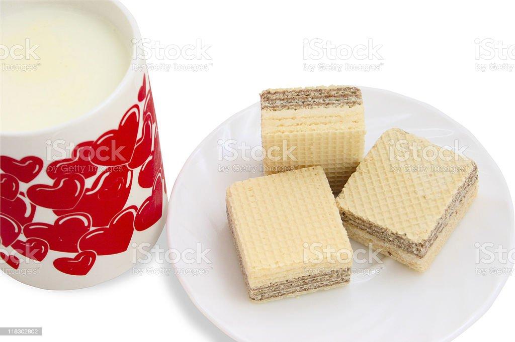 Ceramiczny kubek z mleka i wafle zbiór zdjęć royalty-free