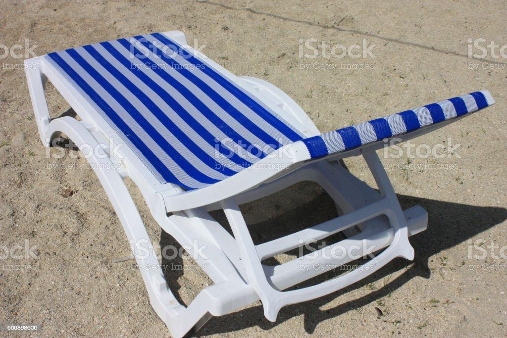 Chaise longue en PVC avec toile marinière stock photo