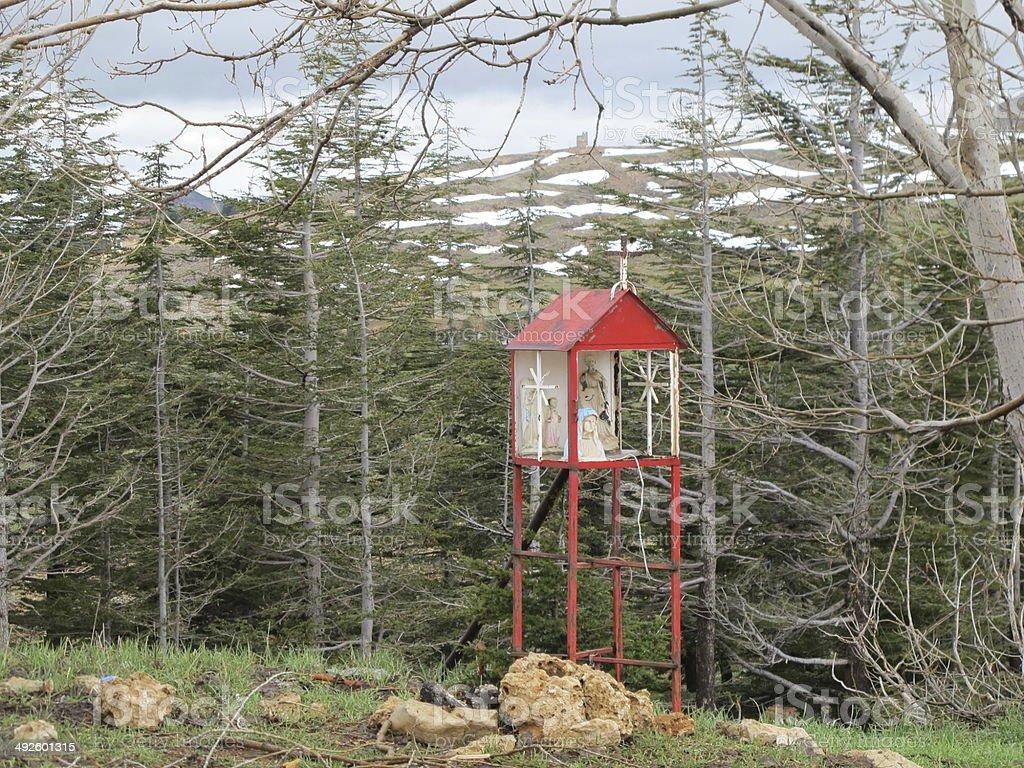 capilla en el bosque stock photo