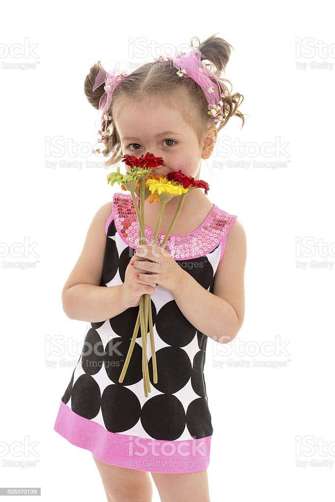 Jolie fille dans une robe noire photo libre de droits