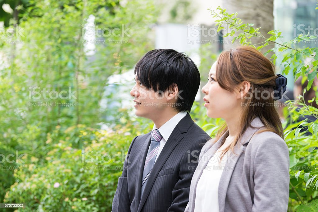 Chatting to men and women (business image Wakaba) photo libre de droits