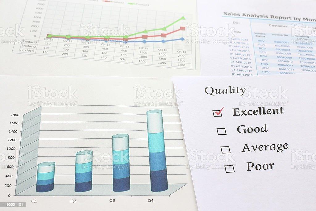 Проверка качества превосходных и grawth график отчет Стоковые фото Стоковая фотография