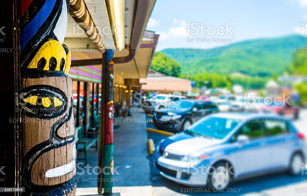 Cherokee Totem Pole and Shops stock photo