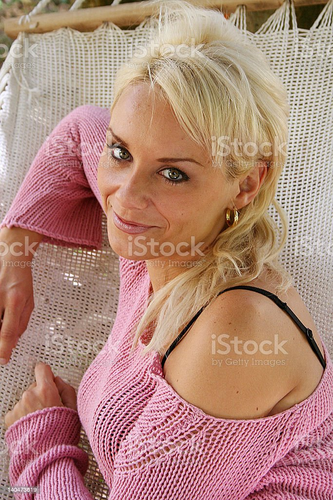 Chica sobre hamaca royalty-free stock photo