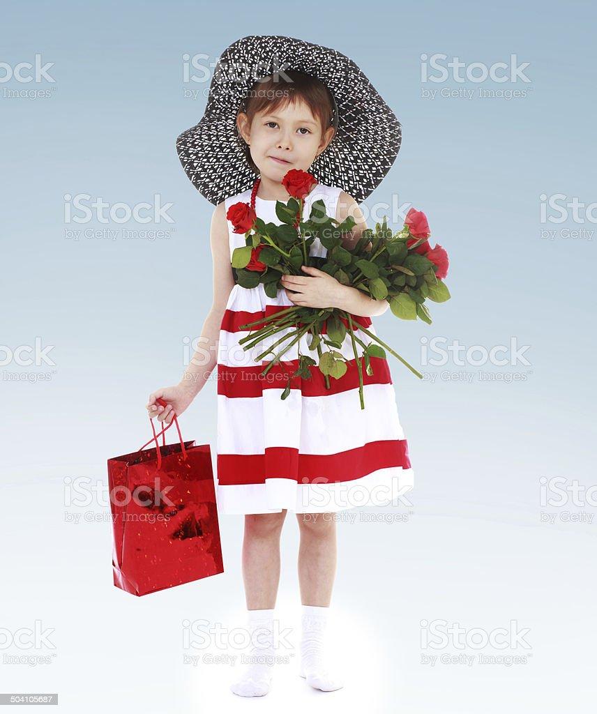 Enfant avec des fleurs photo libre de droits