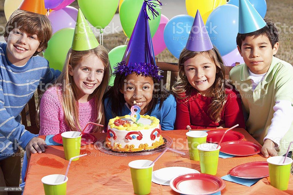 aos aos aos grupo multitnico nio en fiesta de cumpleaos para nios