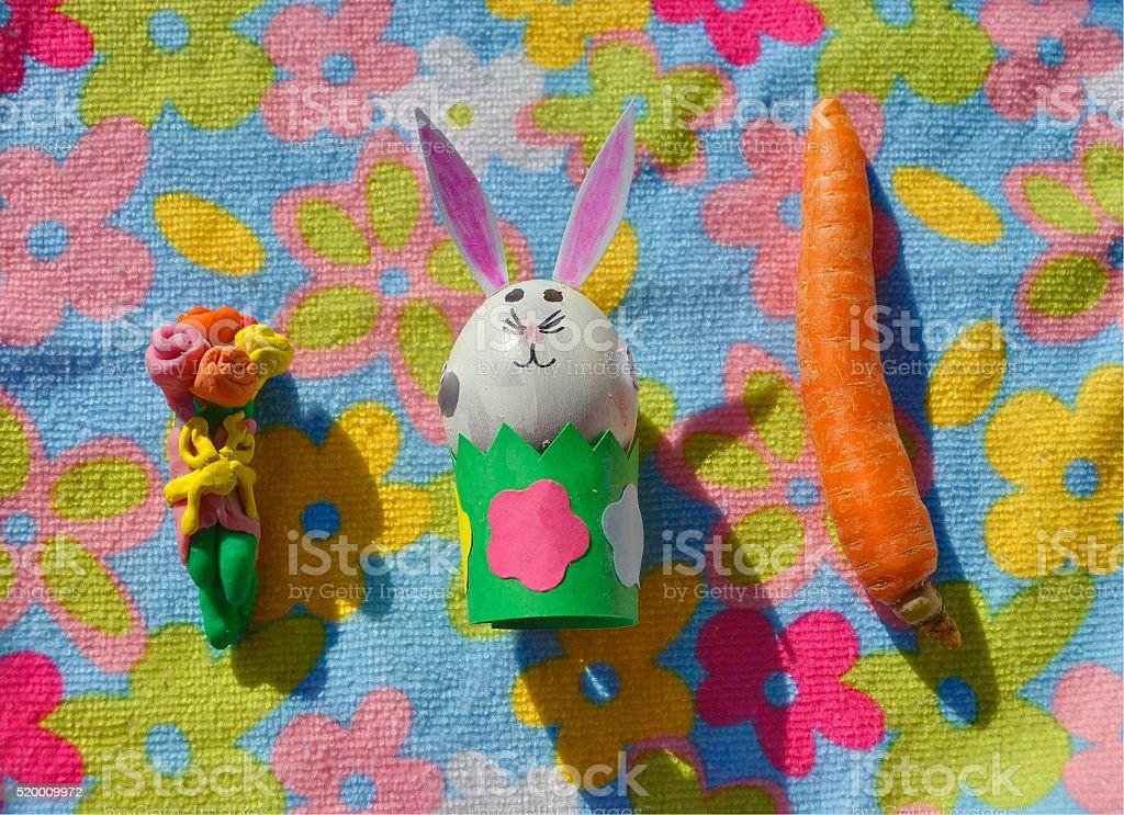 Dzieci ręcznie : Wielkanoc bunny z kwiatów i marchewki zbiór zdjęć royalty-free