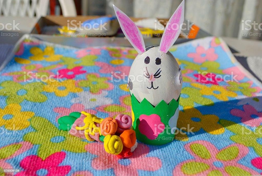 Dzieci ręcznie : Wielkanoc bunny z kwiatów zbiór zdjęć royalty-free
